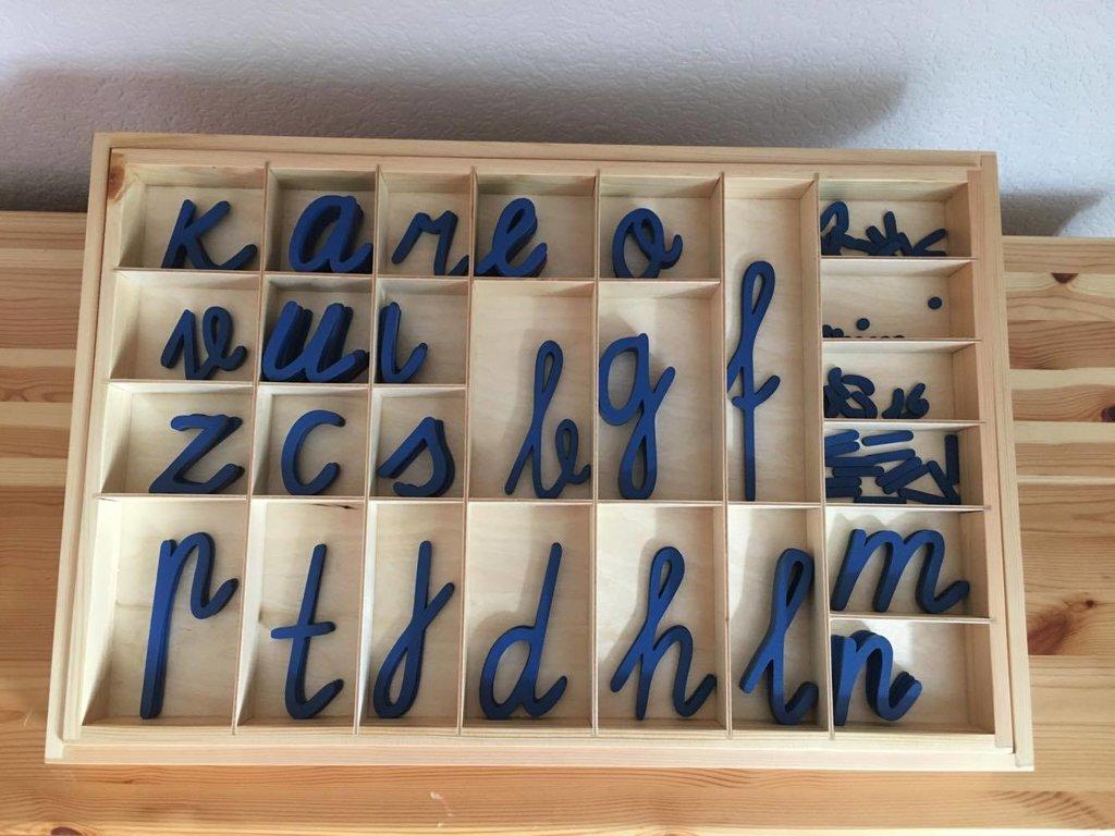 Koka alfabēts latviešu valodā - rakstītie burti (kaste + burti)