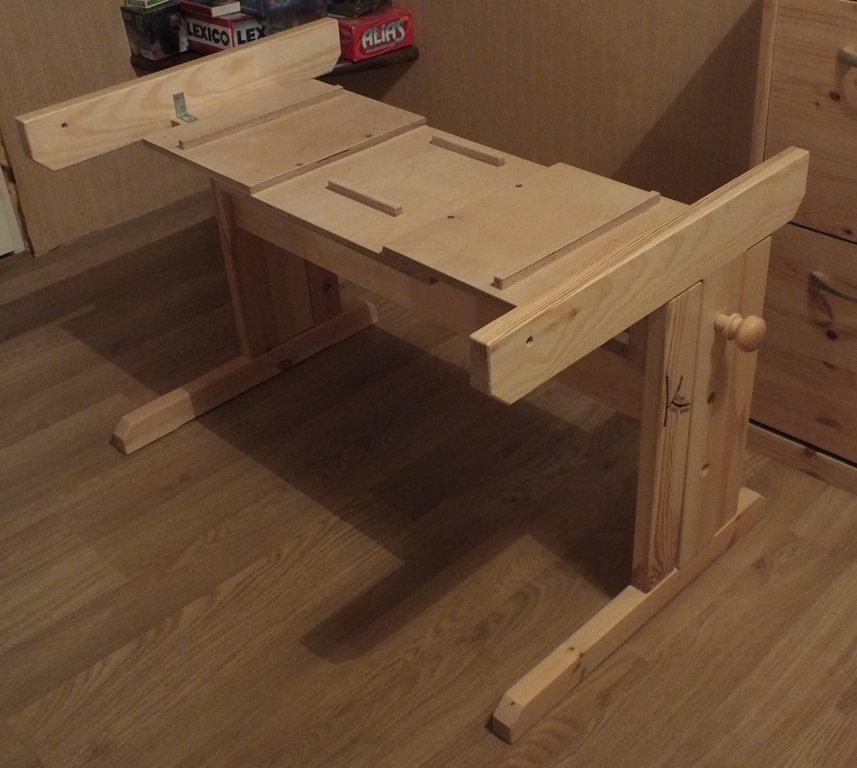 """Gaismas galds """"Kate"""" – virsma ar galda kājām. Augstuma un slīpuma regulēšanai"""