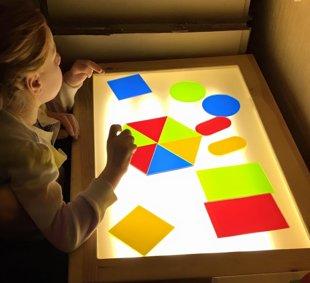 Krāsainas organiskā stikla formas