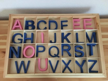 Koka alfabēts - angļu valodā (kaste + burti)